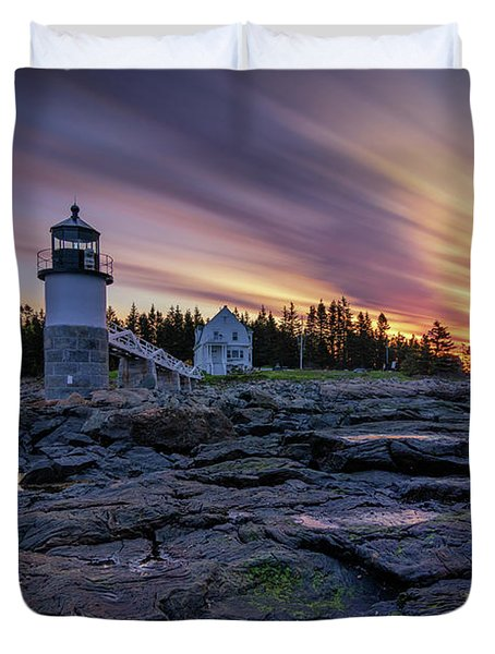 Dawn Breaking At Marshall Point Lighthouse Duvet Cover