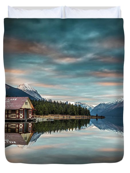 Dawn At Maligne Lake Duvet Cover