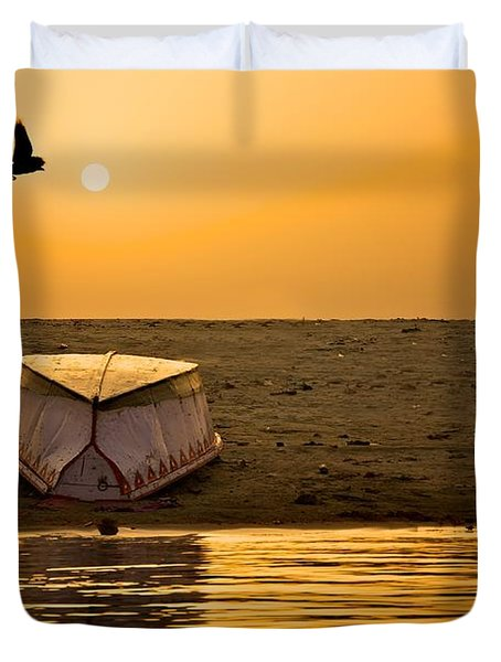 Dawn On The Ganga Duvet Cover by Valerie Rosen