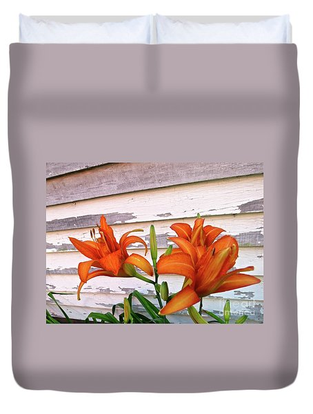 Day Lilies And Peeling Paint Duvet Cover