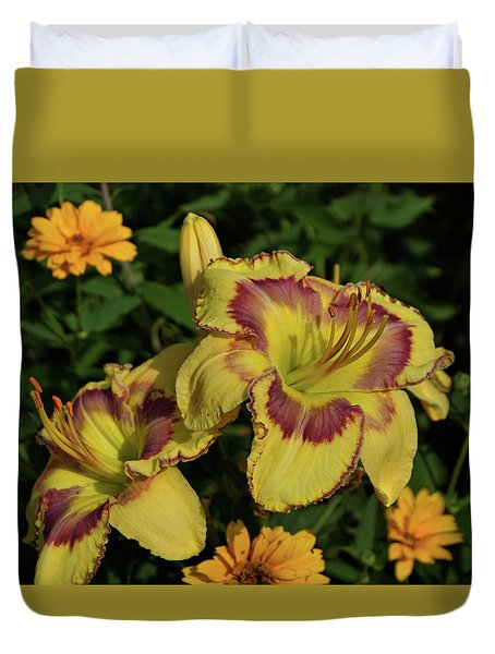 Duvet Cover featuring the photograph Daylilies And Zinnia by Sandy Keeton