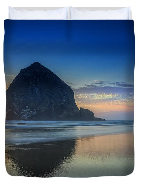 Day's End In Cannon Beach Duvet Cover