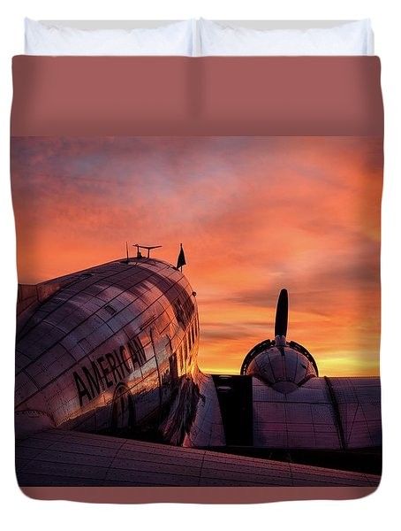Dc-3 Dawn - 2017 Christopher Buff, Www.aviationbuff.com Duvet Cover