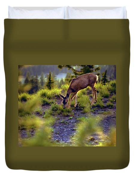 Deer At Crater Lake, Oregon Duvet Cover