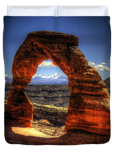 Delicate Arch Framing La Sal Mountains Duvet Cover
