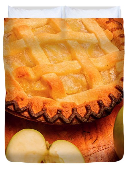 Delicious Apple Pie With Fresh Apples On Table Duvet Cover