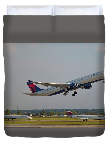 Delta Airlines Jet N827nw Airbus A330-300 Atlanta Airplane Art Duvet Cover
