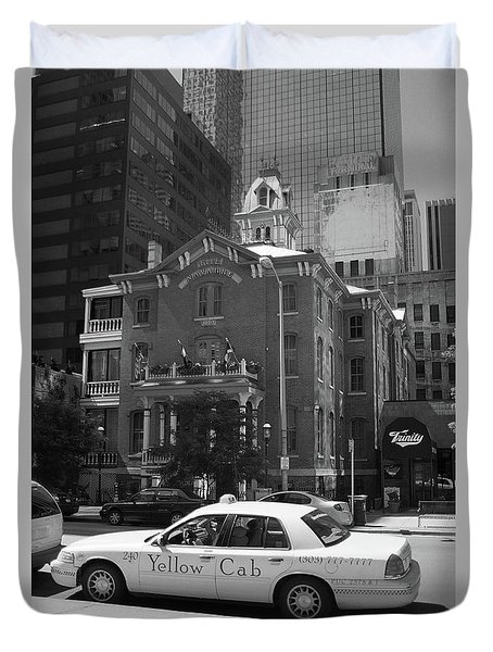 Denver Downtown With Yellow Cab Bw Duvet Cover by Frank Romeo