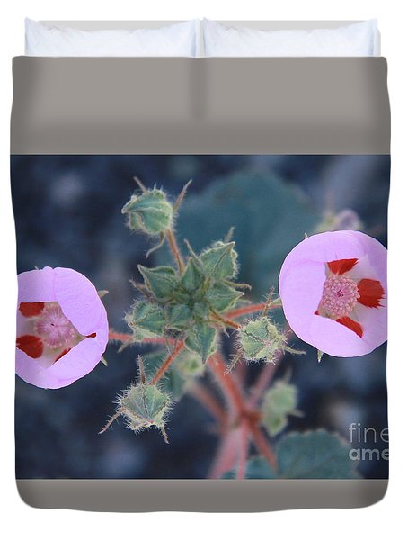 Duvet Cover featuring the photograph Desert Five Spot by Suzanne Oesterling