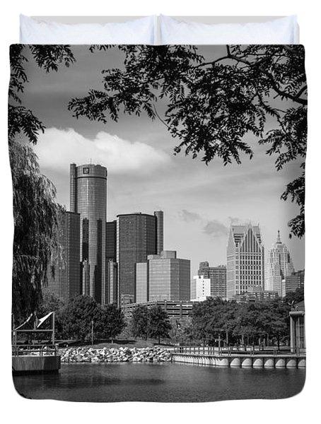Detroit Skyline And Marina Black And White  Duvet Cover