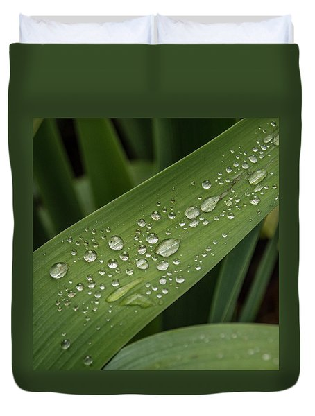Duvet Cover featuring the photograph Dew Drops On Leaf by Jean Noren