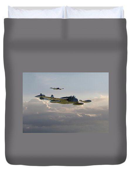 Duvet Cover featuring the photograph  Dh112 - Venom by Pat Speirs
