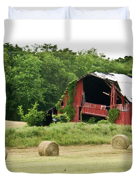 Dilapidated Old Red Barn Duvet Cover by Douglas Barnett