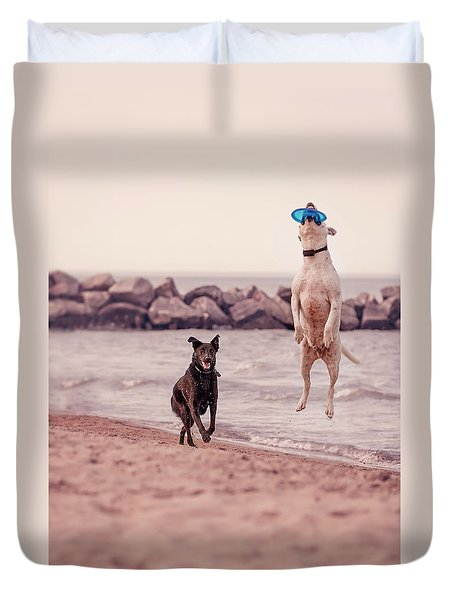 Dog With Frisbee Duvet Cover