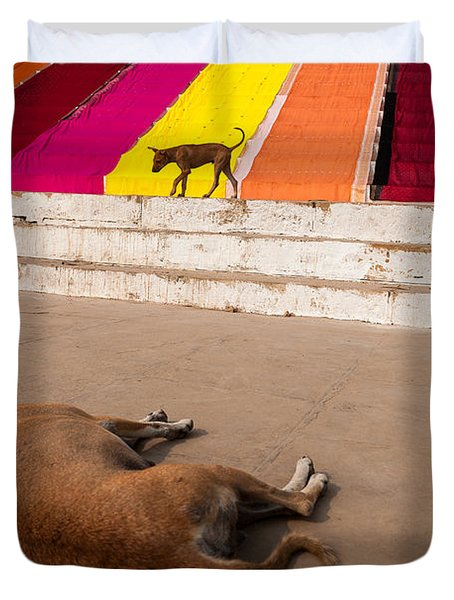 Dogs And Saris Duvet Cover