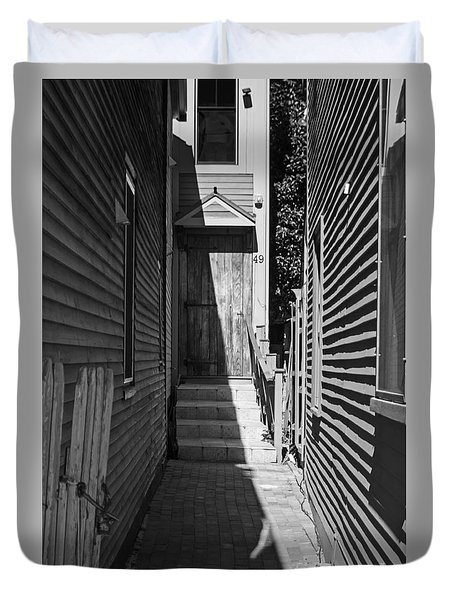 Door In An Alley Duvet Cover