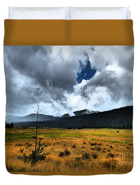 Down In The Valley Duvet Cover by Thomas Bomstad