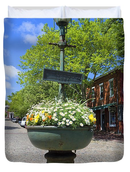 Downtown Nantucket - Garden View 46y Duvet Cover