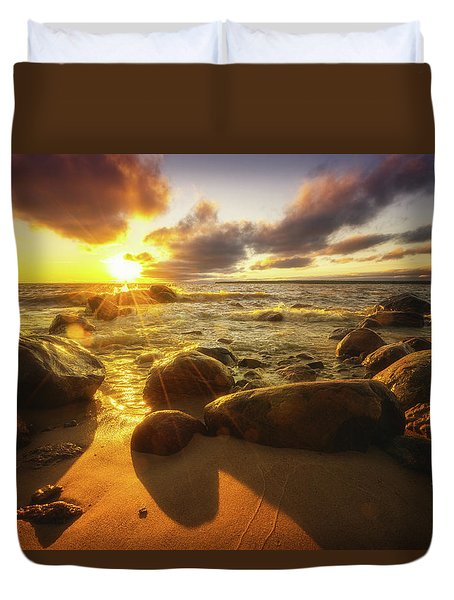 Drama On The Horizon Duvet Cover