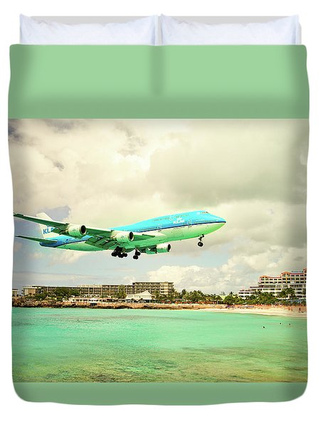 Dramatic Landing At St Maarten Duvet Cover