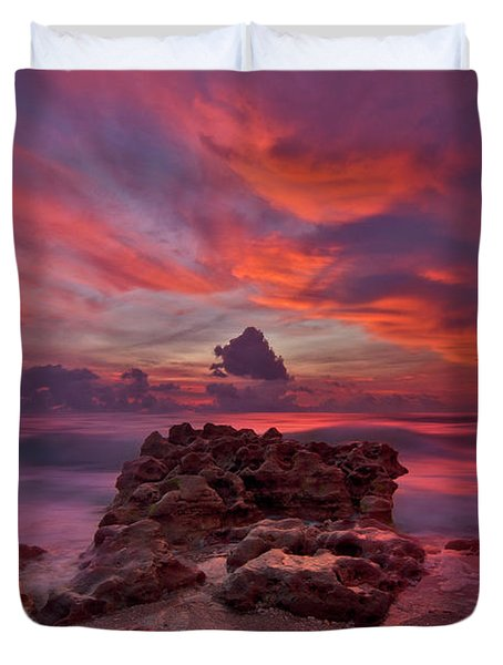 Dramatic Sunrise Over Coral Cove Beach In Jupiter Florida Duvet Cover