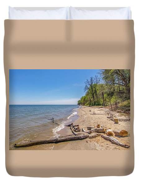 Duvet Cover featuring the photograph Driftwood On The Beach by Charles Kraus