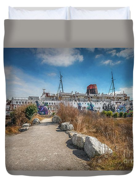 Duvet Cover featuring the photograph Duke Of Lancaster Graffiti by Adrian Evans