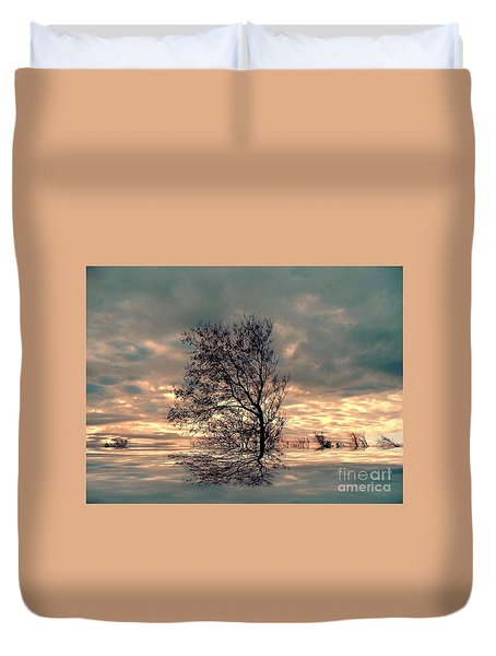 Duvet Cover featuring the photograph Dusk by Elfriede Fulda