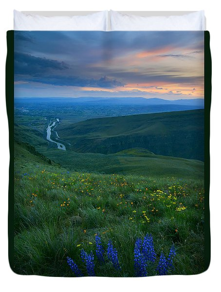 Dusk Over The Yakima Valley Duvet Cover by Mike  Dawson