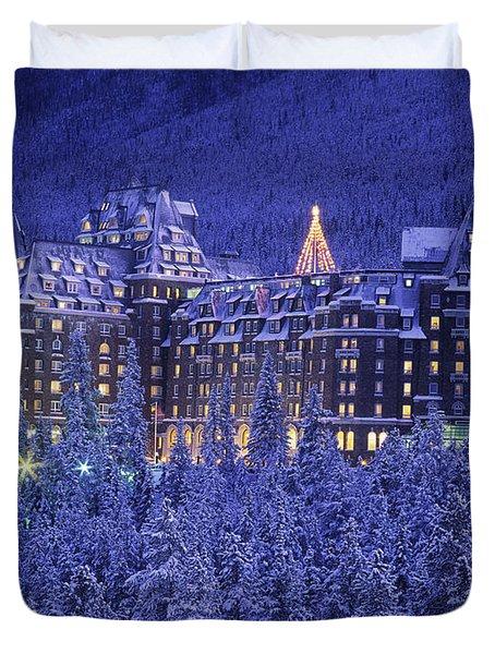 D.wiggett Banff Springs Hotel In Winter Duvet Cover