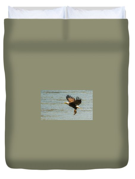 Eagle Departing With Prize Close-up Duvet Cover