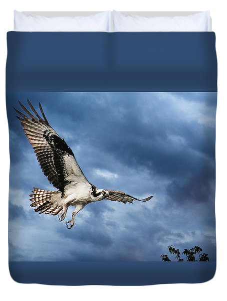 Duvet Cover featuring the photograph Early Morning Osprey by Brian Tarr