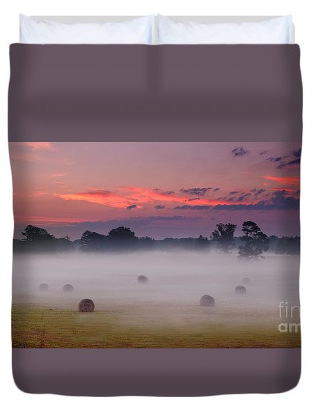 Early Morning Sunrise On The Natchez Trace Parkway In Mississippi Duvet Cover