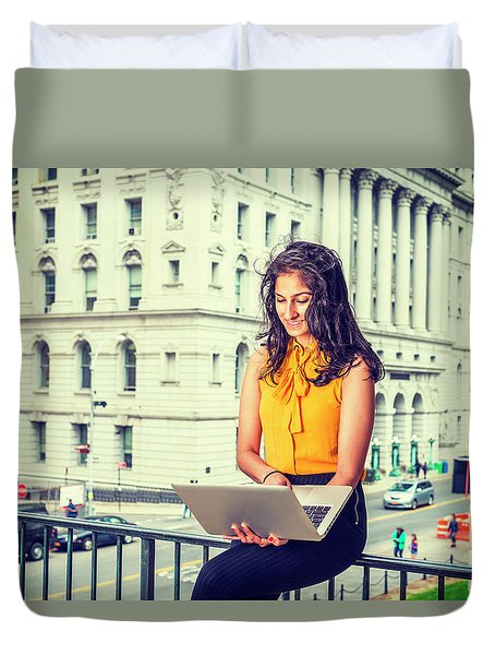 East Indian American Businesswoman In New York Duvet Cover