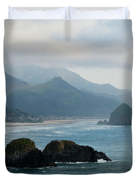 Ecola State Park View Of Haystack Rock And 3 Arch Rocks Duvet Cover