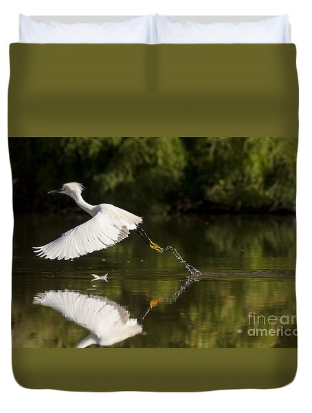 Duvet Cover featuring the photograph Egret Splash by Ruth Jolly