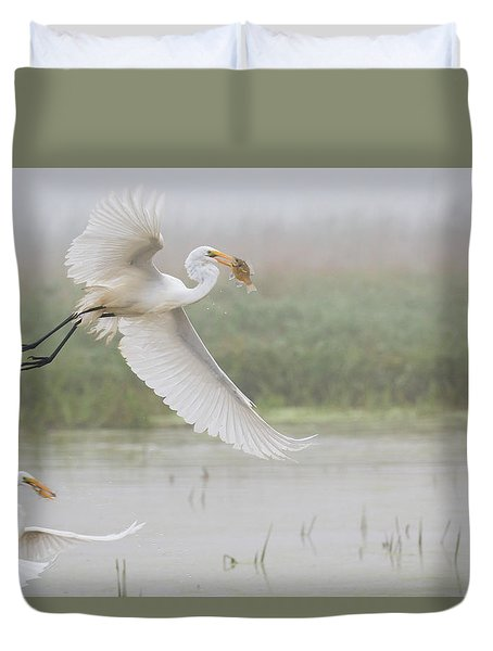 Duvet Cover featuring the photograph Egrets Fish by Kelly Marquardt