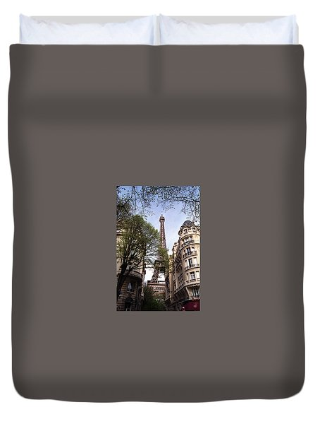 Duvet Cover featuring the photograph Eiffel Tower 2b by Andrew Fare