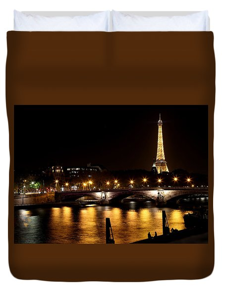 Duvet Cover featuring the photograph Eiffel Tower At Night 1 by Andrew Fare
