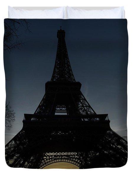 Eiffeltower At Sundown Duvet Cover by Erik Tanghe