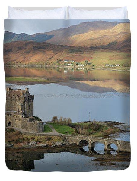 Eilean Donan Castle In Autumn - Panorama Duvet Cover