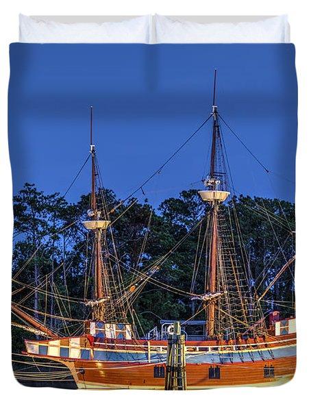 Elizabeth II At Dock Duvet Cover