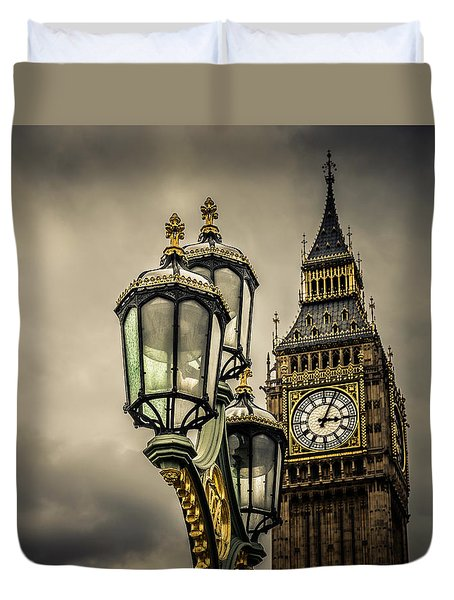 Elizabeth Tower And Lamp On Westminster Bridge Duvet Cover