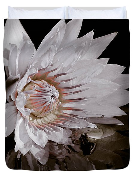 Elizabeth's Lily Duvet Cover