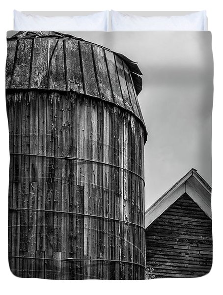 Ely Vermont Old Wooden Silo And Barn Black And White Duvet Cover