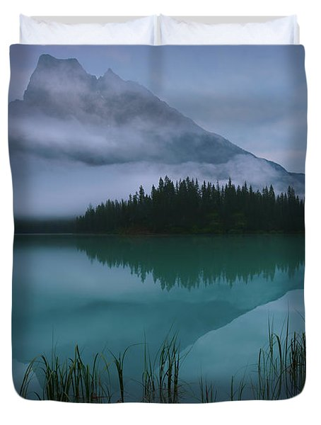 Emerald Lake Before Sunrise Duvet Cover