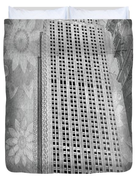 Duvet Cover featuring the photograph Empire State Building by Angie Tirado