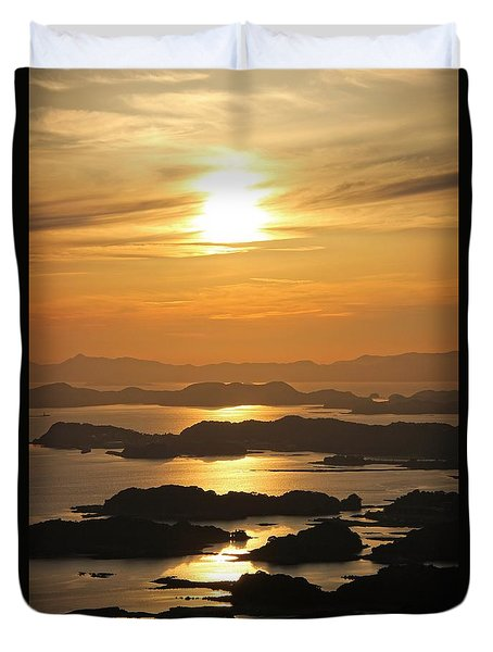 Duvet Cover featuring the photograph Ending Of The Day 2 by Yumi Johnson