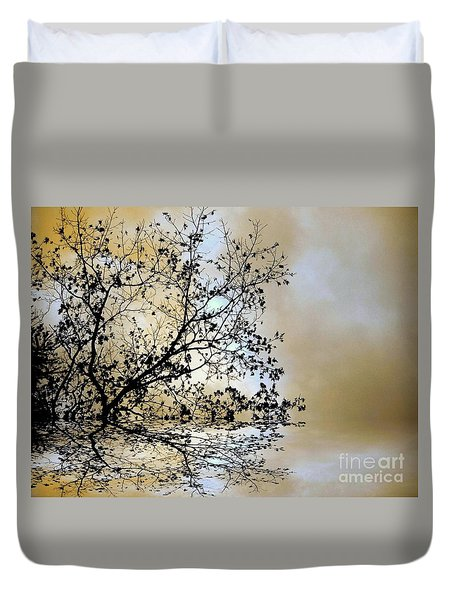 Duvet Cover featuring the photograph Entangled by Elfriede Fulda