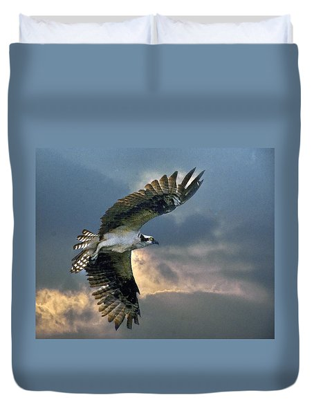 Duvet Cover featuring the photograph Evening Flight by Brian Tarr